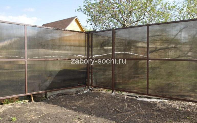 забор из поликарбоната в Сочи