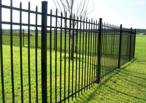 забор из профильной трубы в Сочи