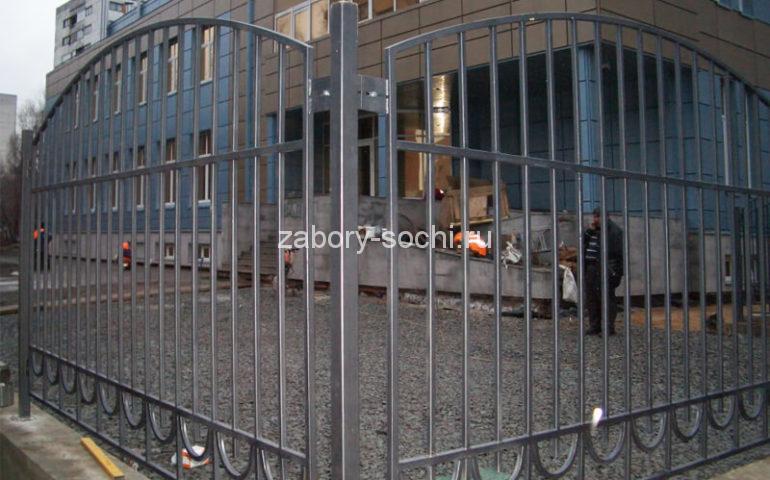 забор из профтрубы в Сочи